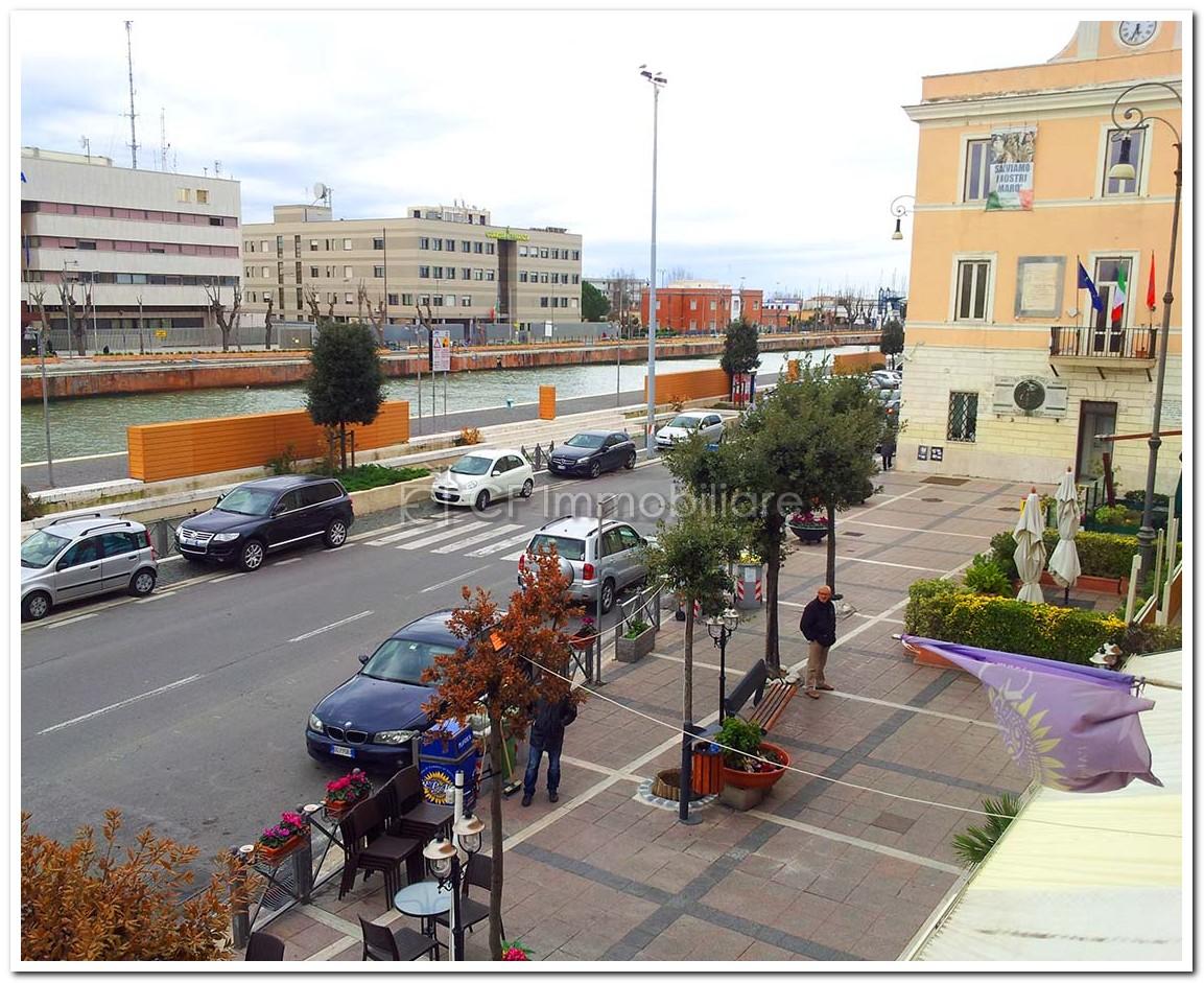 Fiumicino centro storico, quadrilocale panoramico
