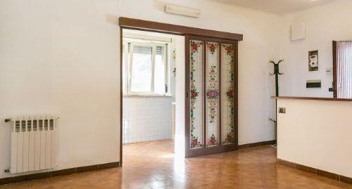 Appartamento indipendente con corte e giardino esclusivo