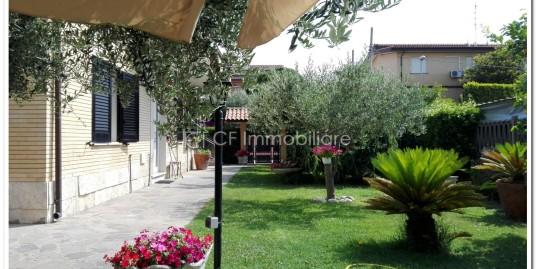 Splendido appartamento ben arredato, trilocale, adiacente via Della Scafa.
