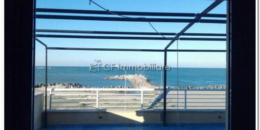 Fiumicino attico fronte mare con terrazza a livello