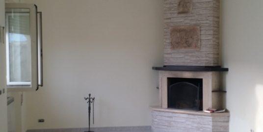 Fiumicino isola sacra luminoso appartamento piano terra ristrutturato