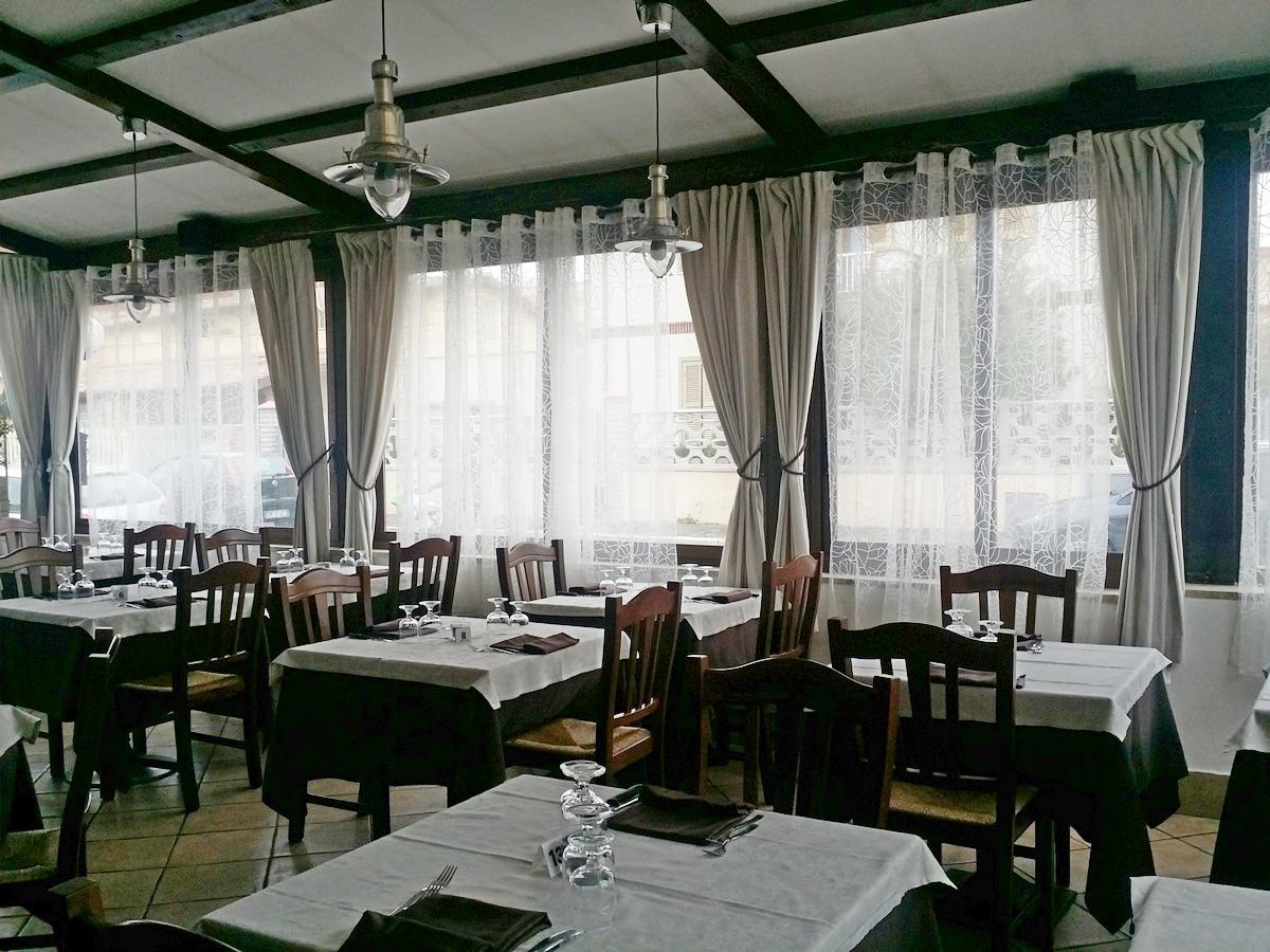 Ristorante specialità marinare/Pizzeria/Bisteccheria cedesi in gestione