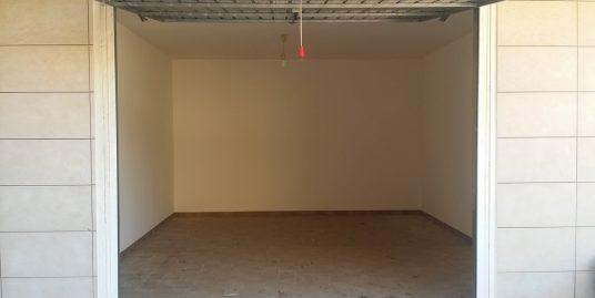 Fiumicino affittasi Garage/magazzino/deposito con ampio spazio di manovra