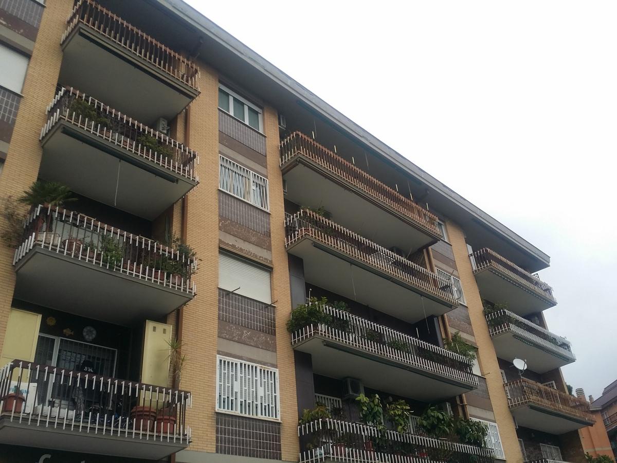 Appartamento luminoso 100 mq  via A. Matricardi, senza mobilio