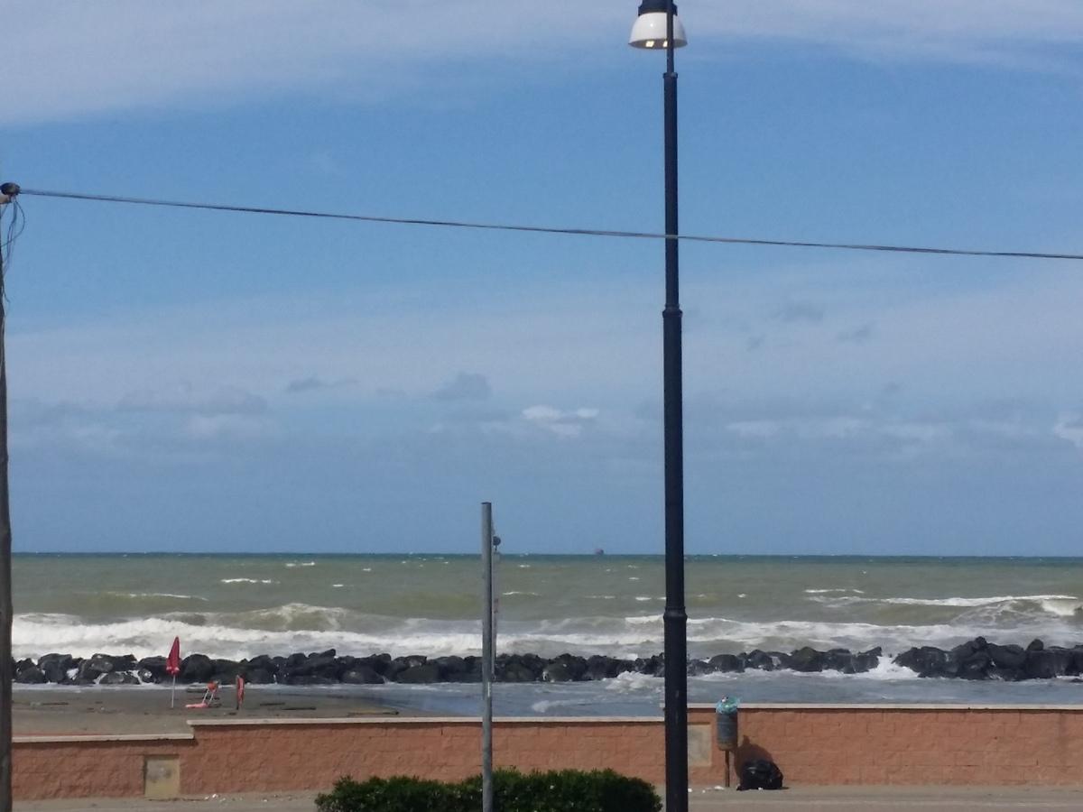 Luminoso e ampio bilocale con panoramico affaccio sul mare