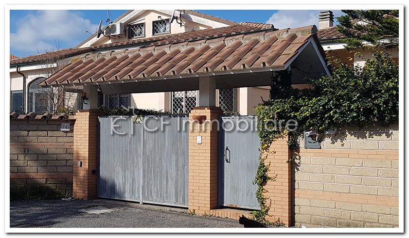 Infernetto – Elegante villa a schiera con doppio ingresso.