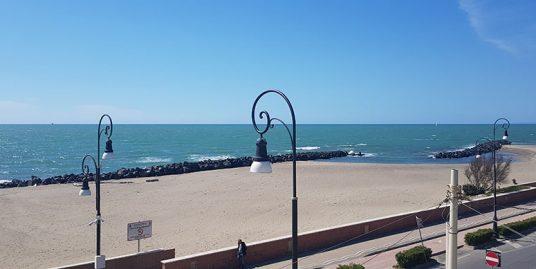 Attico fronte mare con terrazza a livello